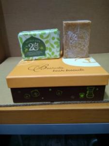 2U阿勒坡25%月桂橄欖油手工古皂250克壹塊定價新台幣500元,買3塊送1塊總共新台幣1500元