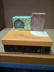 (18)2U阿勒坡50%月桂橄欖油手工古皂250克定價新台幣1000元,買5塊送2塊總共新台幣5000元